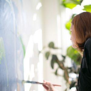 Pic of Johanna Reynolds Painting